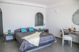 Executive Suite with outdoor Jacuzzi villa lukas double bed